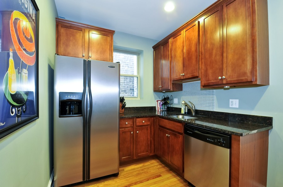 Real Estate Photography - 1928 W Addison, 2S, Chicago, IL, 60613 - Kitchen