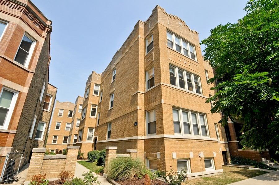 Real Estate Photography - 1928 W Addison, 2S, Chicago, IL, 60613 - Front View