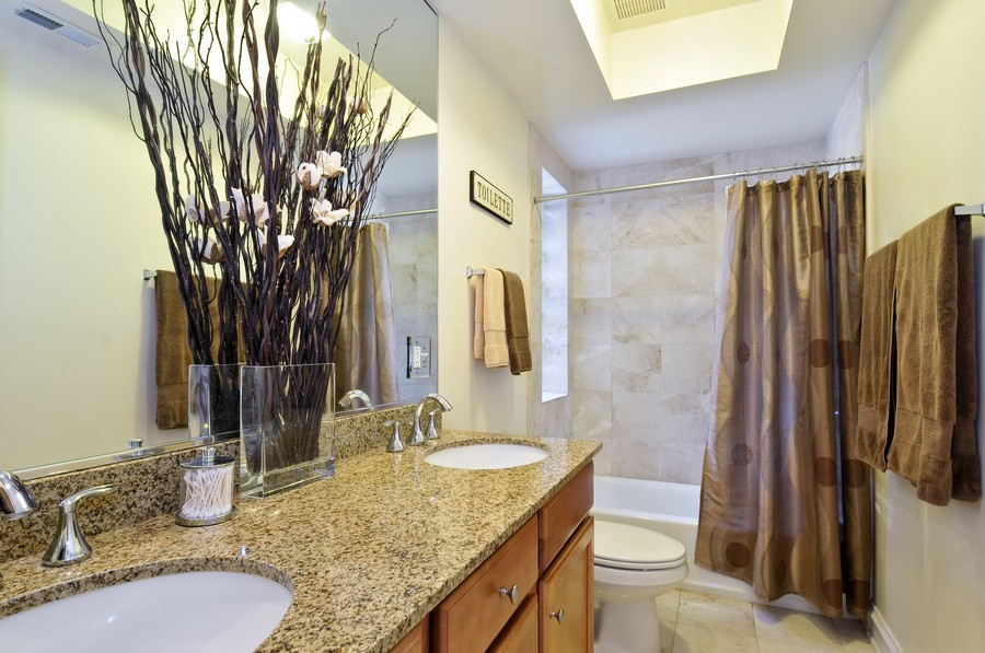 Real Estate Photography - 1928 W Addison, 2S, Chicago, IL, 60613 - Bathroom
