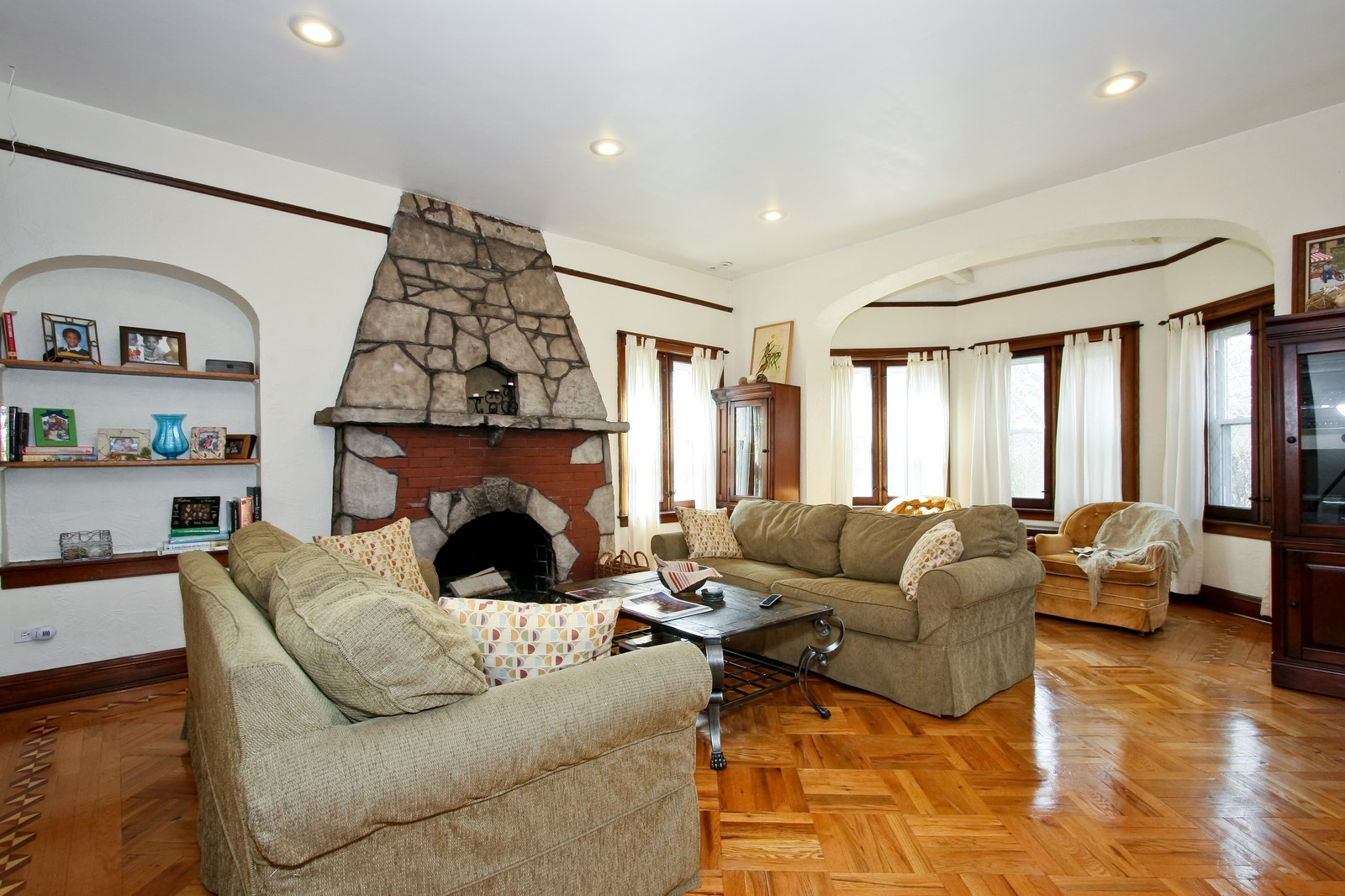 Real Estate Photography - 9001 S. Bell Ave., Chicago, IL, 60643 - Living Room