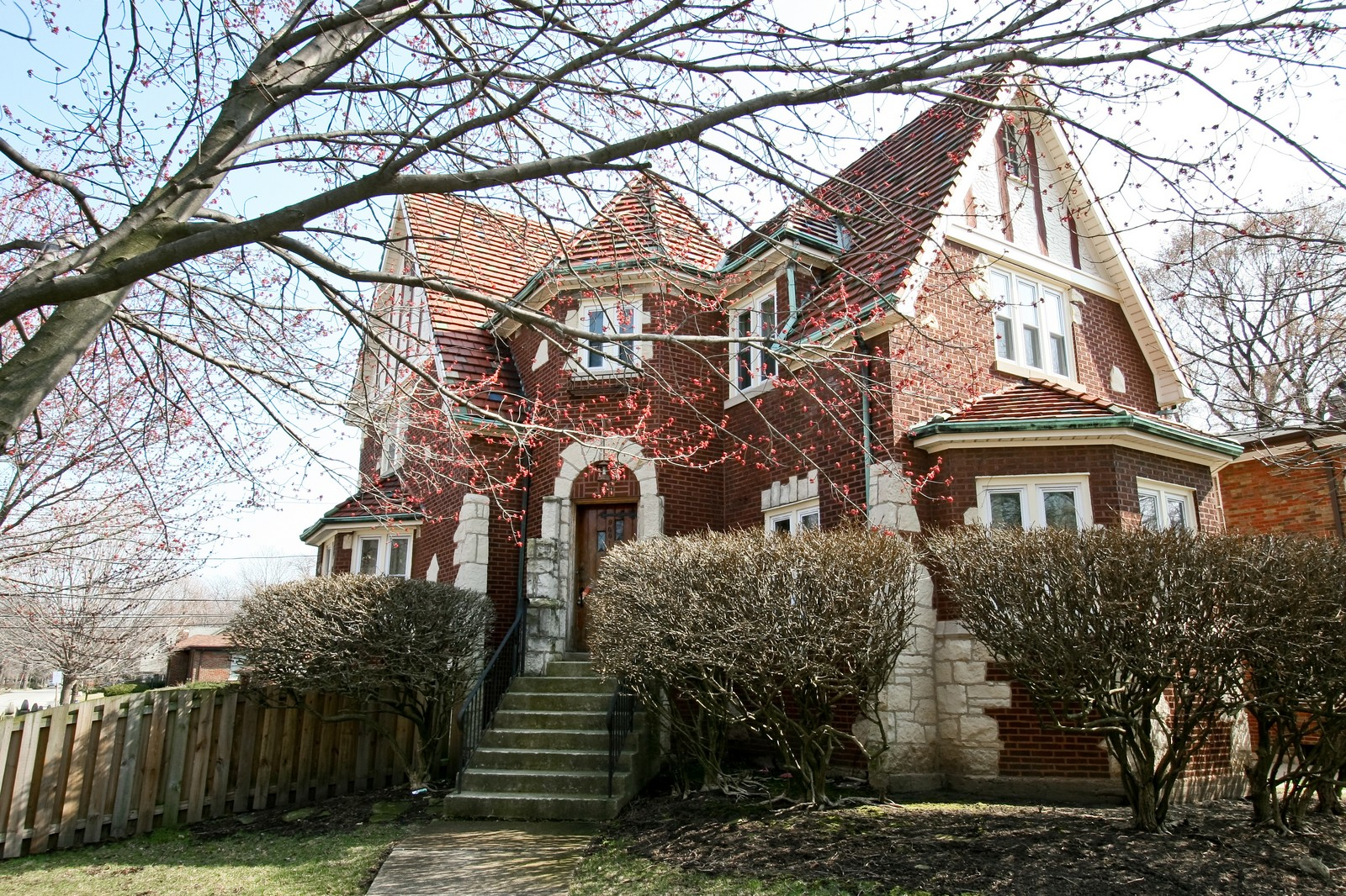 Real Estate Photography - 9001 S. Bell Ave., Chicago, IL, 60643 - Front View