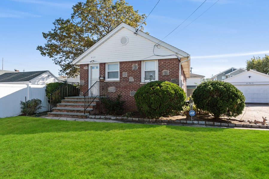 Real Estate Photography - 469 River St, Oceanside, NY, 11572 -