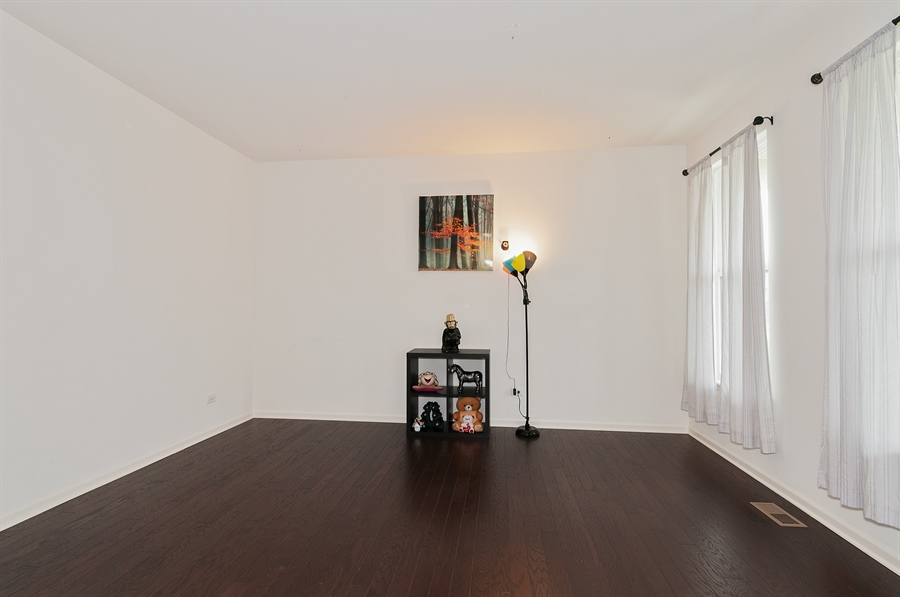 Real Estate Photography - 227 Norway Dr, Bartlett, IL, 60103 - Flex Room