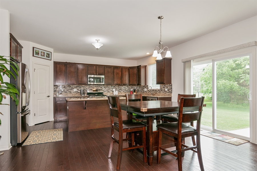 Real Estate Photography - 227 Norway Dr, Bartlett, IL, 60103 - Nook