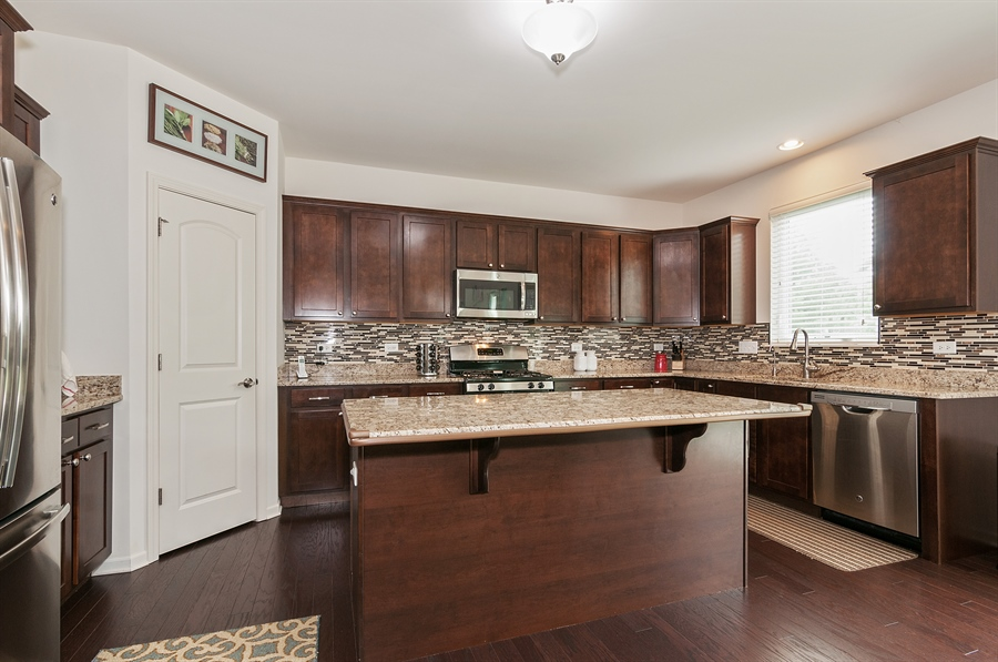 Real Estate Photography - 227 Norway Dr, Bartlett, IL, 60103 - Kitchen