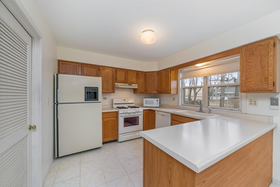 Real Estate Photography - 175 Meadowview Ln., Aurora, IL, 60502 - Kitchen