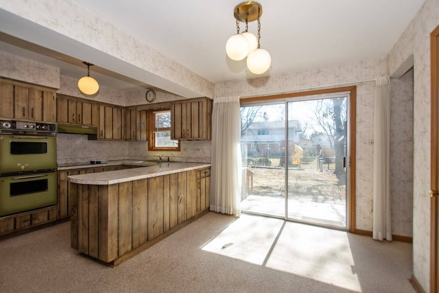 Real Estate Photography - 18W155, BELAIRE, DARIEN, IL, 60561 - Kitchen