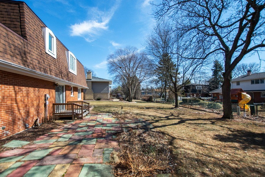 Real Estate Photography - 18W155, BELAIRE, DARIEN, IL, 60561 - Back Yard