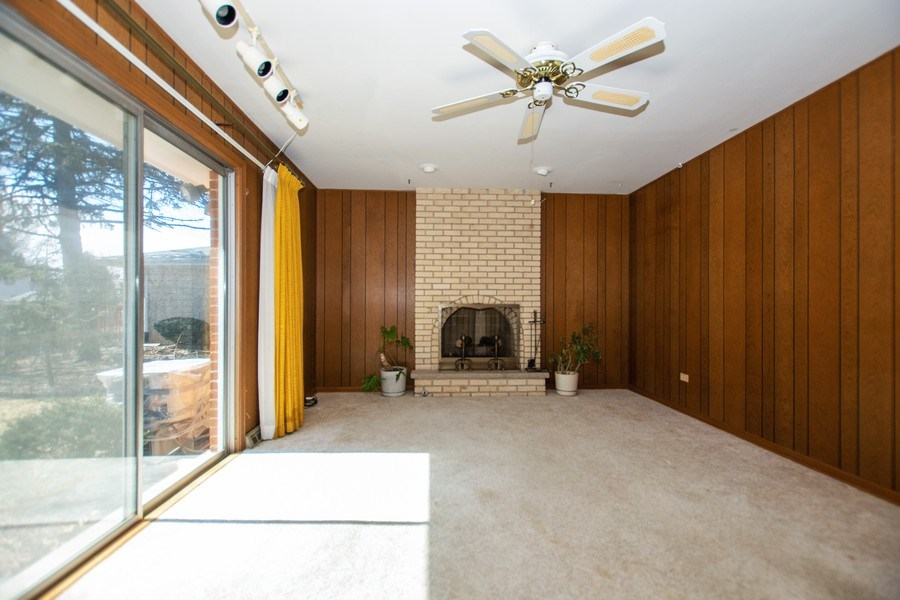 Real Estate Photography - 18W155, BELAIRE, DARIEN, IL, 60561 - Family Room