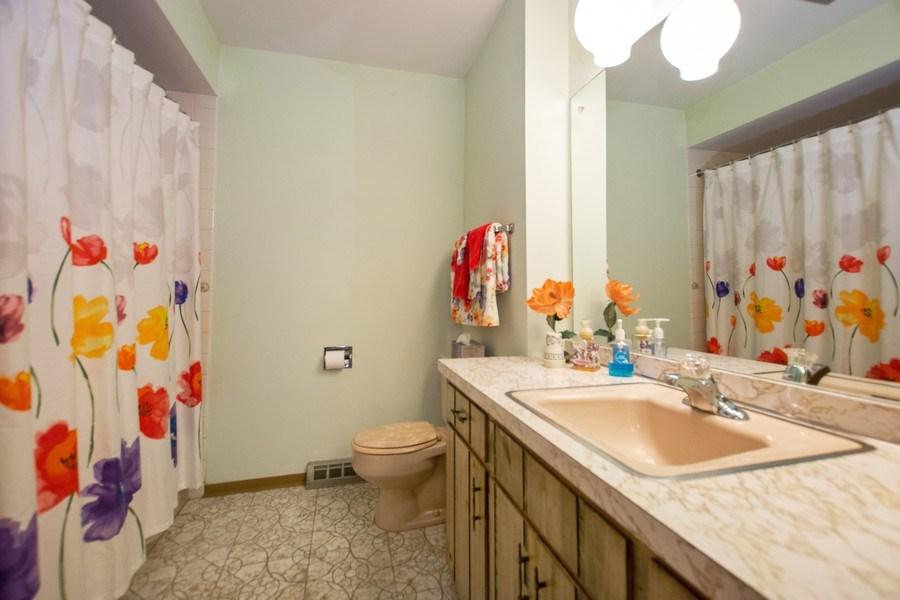 Real Estate Photography - 18W155, BELAIRE, DARIEN, IL, 60561 - Bathroom