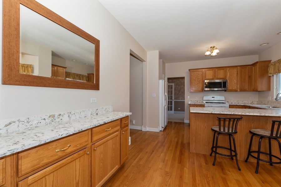 Real Estate Photography - 141 Hearthstone Dr, Bartlett, IL, 60103 - Kitchen