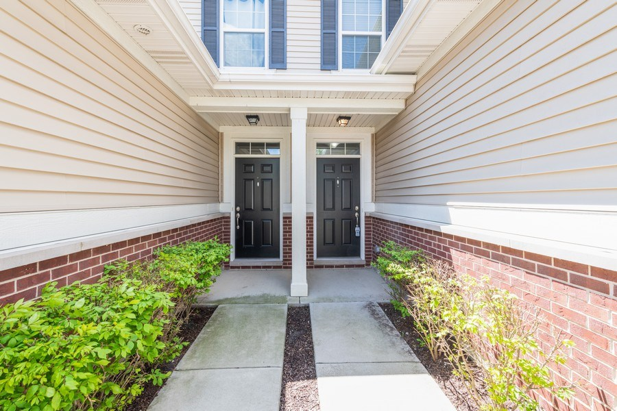 Real Estate Photography - 1271 Church Court, Aurora, IL, 60502 - Entryway