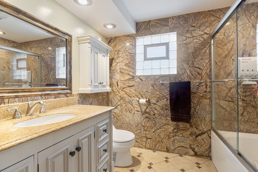 Real Estate Photography - 5943 S PARKSIDE, Chicago, IL, 60638 - Bathroom