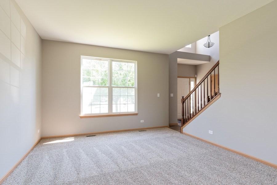 Real Estate Photography - 2016 bluemist drive, aurora, IL, 60504 - Living Room