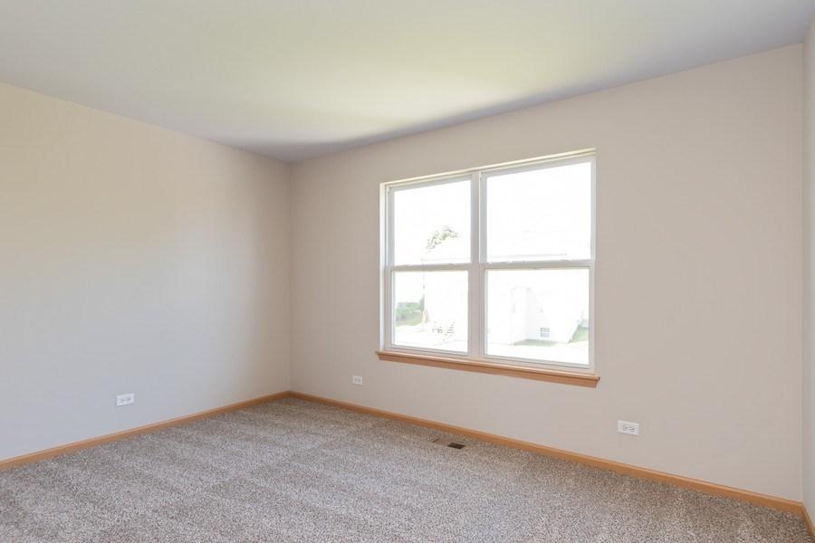 Real Estate Photography - 2016 bluemist drive, aurora, IL, 60504 - 3rd Bedroom