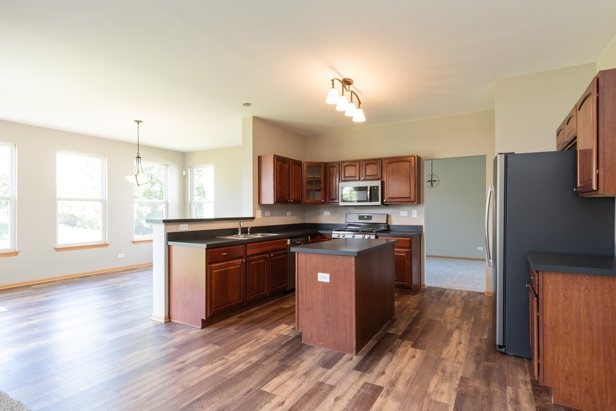 Real Estate Photography - 2016 bluemist drive, aurora, IL, 60504 - Kitchen / Breakfast Room
