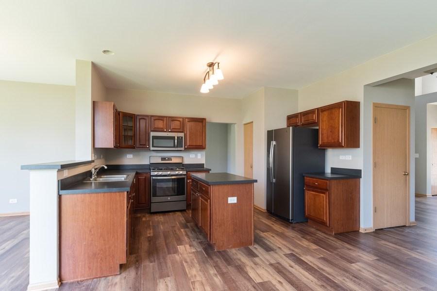 Real Estate Photography - 2016 bluemist drive, aurora, IL, 60504 - Kitchen