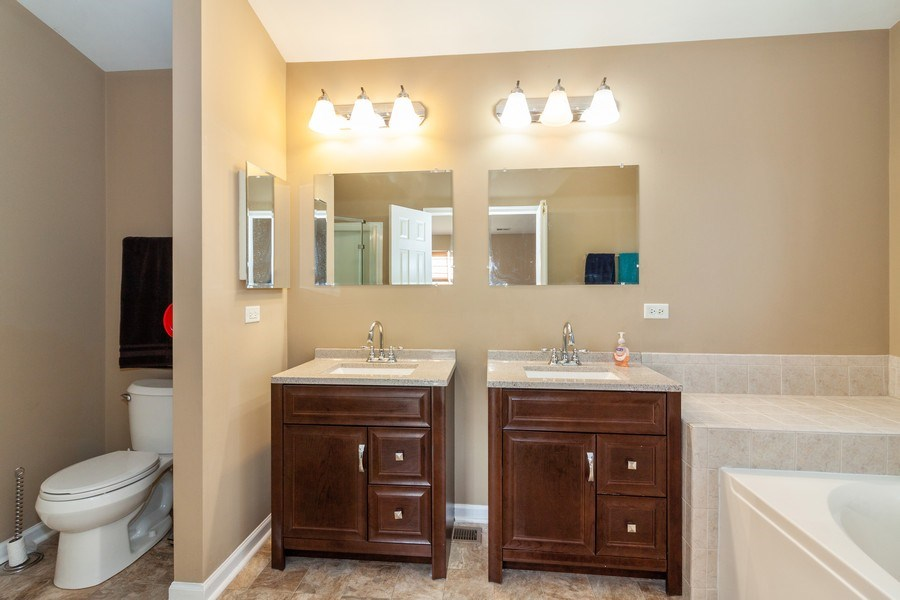 Real Estate Photography - 261 Hanburg Ln, Bolingbrook, IL, 60440 - Master Bathroom