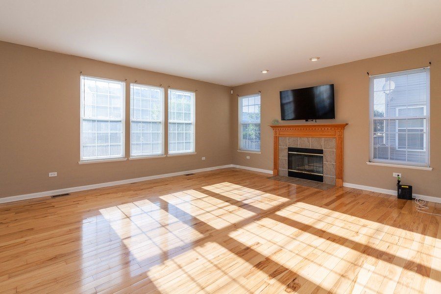 Real Estate Photography - 261 Hanburg Ln, Bolingbrook, IL, 60440 - Family Room