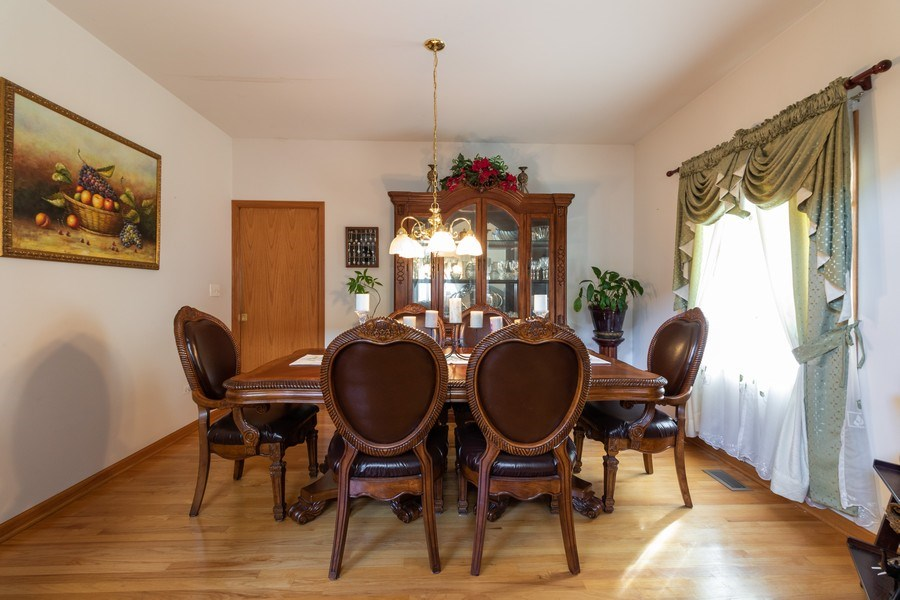 Real Estate Photography - 8909 Kilkenny Drive, Darien, IL, 60561 - Dining Room