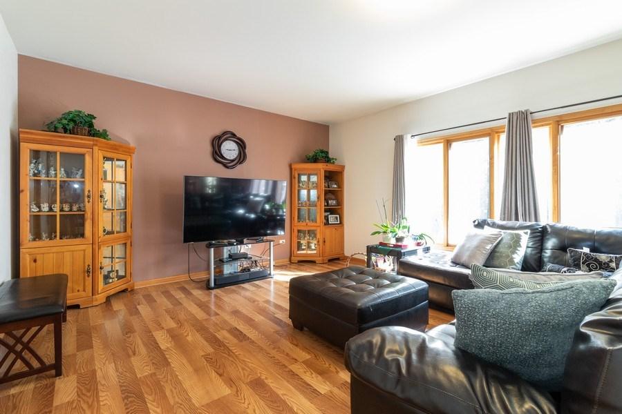 Real Estate Photography - 8909 Kilkenny Drive, Darien, IL, 60561 - Family Room