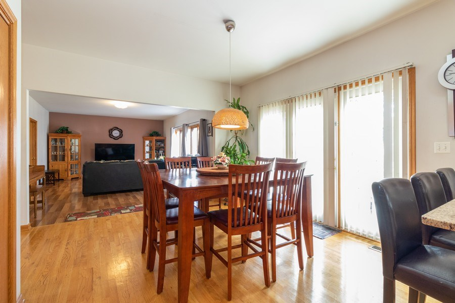 Real Estate Photography - 8909 Kilkenny Drive, Darien, IL, 60561 - Breakfast Area