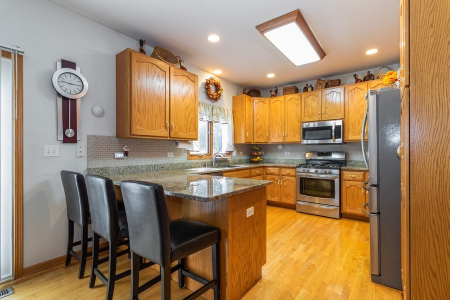 Real Estate Photography - 8909 Kilkenny Drive, Darien, IL, 60561 - Kitchen