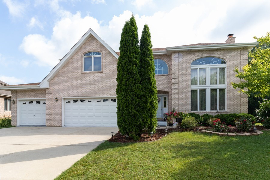 Real Estate Photography - 8909 Kilkenny Drive, Darien, IL, 60561 - Front View