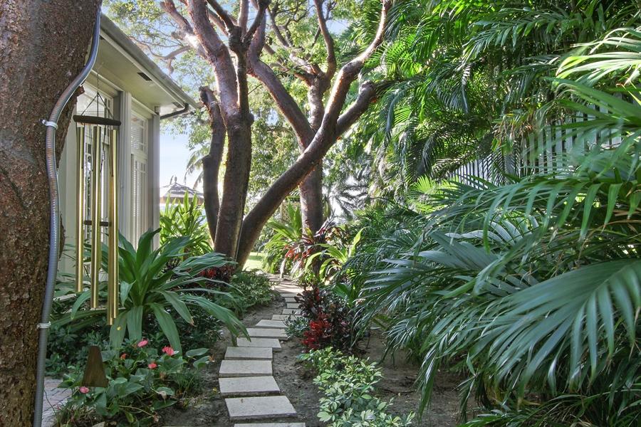 Real Estate Photography - 377 N Lake Way, Palm Beach, FL, 33480 - Side Yard