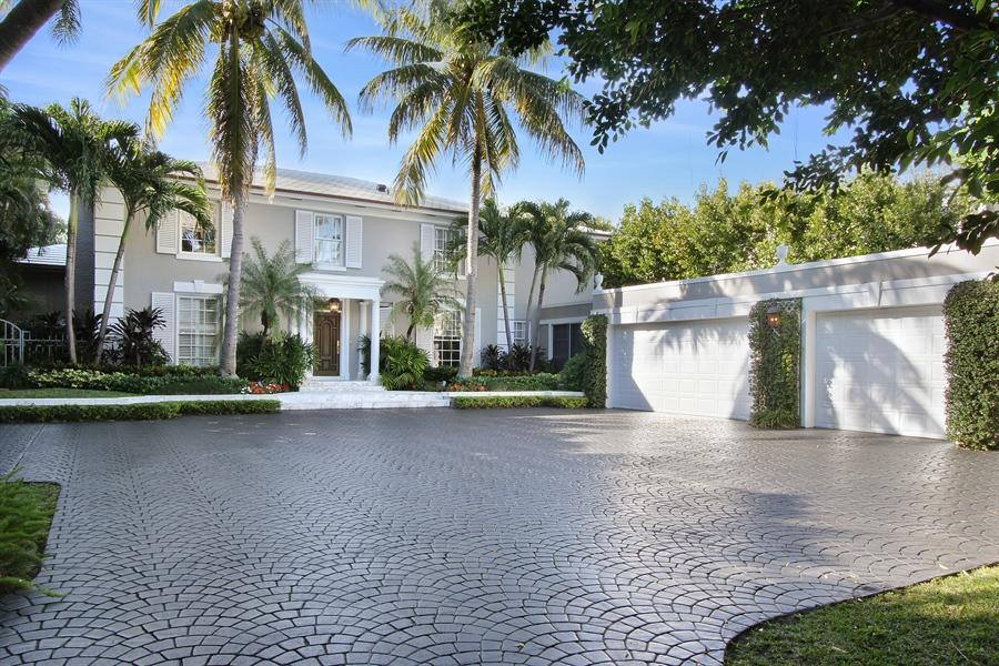 Real Estate Photography - 377 N Lake Way, Palm Beach, FL, 33480 - Front View