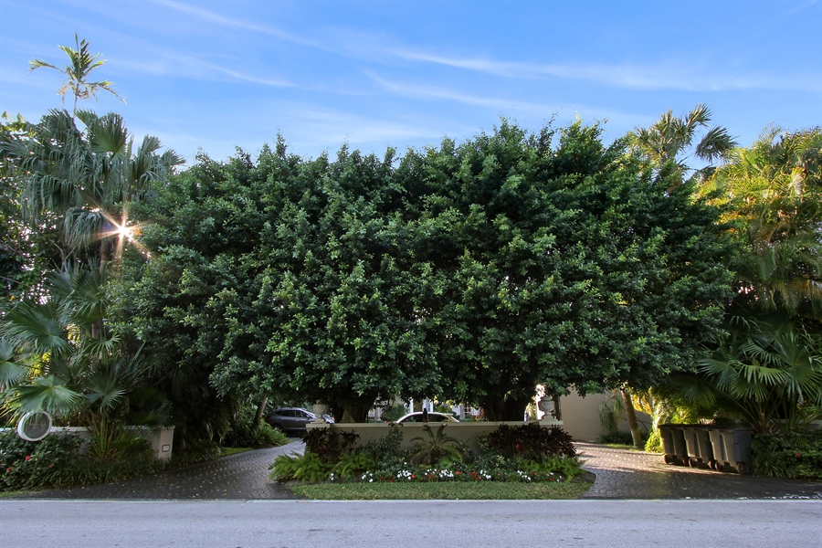 Real Estate Photography - 377 N Lake Way, Palm Beach, FL, 33480 - Front View