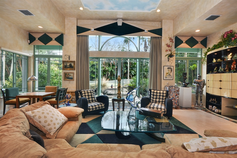 Real Estate Photography - 450 SW 17th St, Boca Raton, FL, 33432 - Living Room