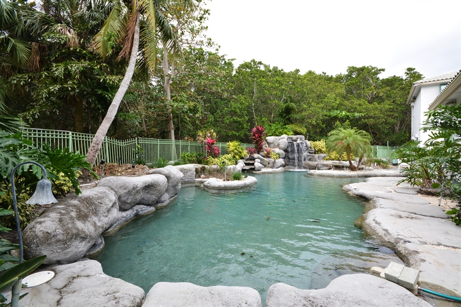 Real Estate Photography - 450 SW 17th St, Boca Raton, FL, 33432 - Pool