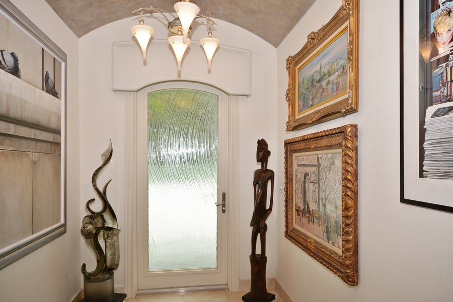 Real Estate Photography - 450 SW 17th St, Boca Raton, FL, 33432 - Foyer