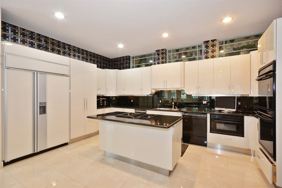 Real Estate Photography - 450 SW 17th St, Boca Raton, FL, 33432 - Kitchen