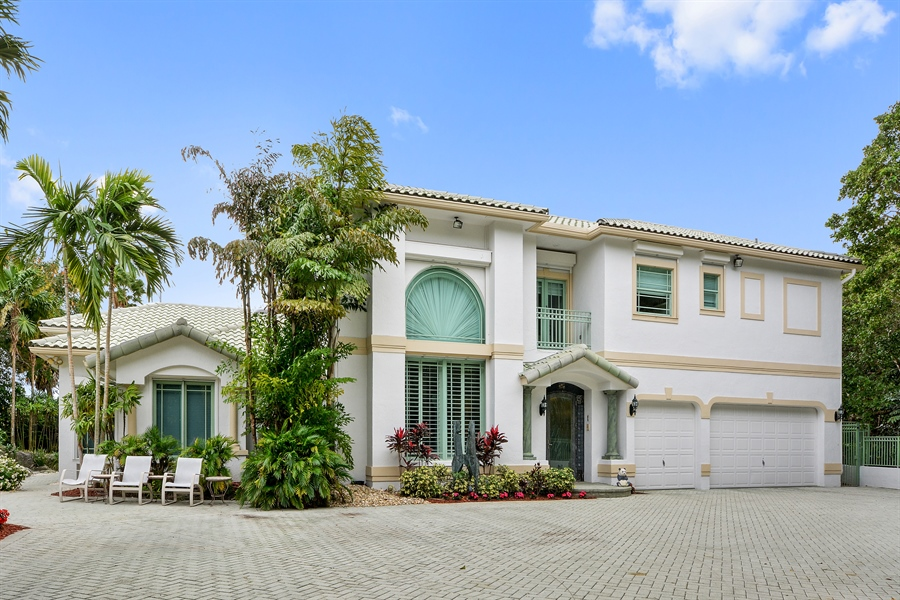 Real Estate Photography - 450 SW 17th St, Boca Raton, FL, 33432 - Front View