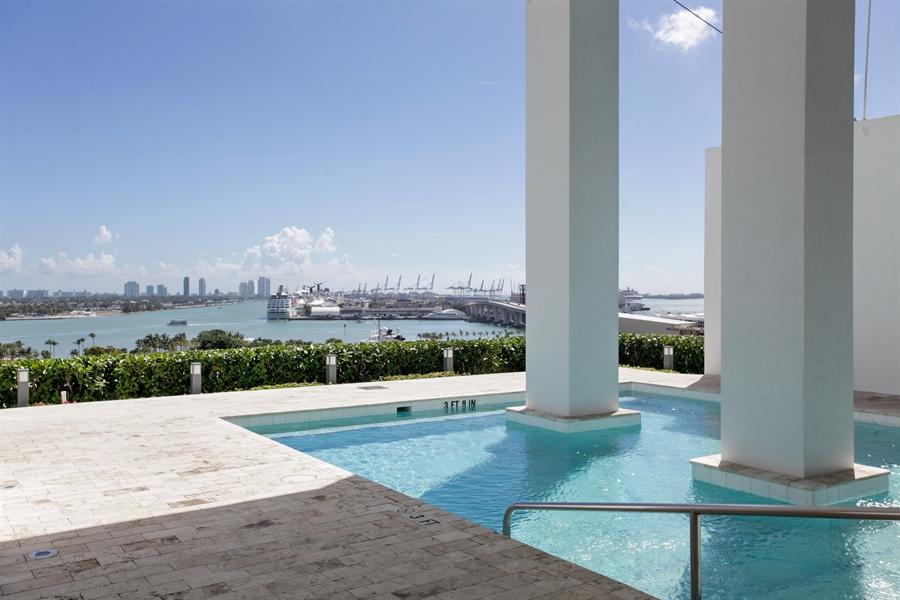 Real Estate Photography - 1040 Biscayne Blvd, 1605, Miami, FL, 33132 - Pool