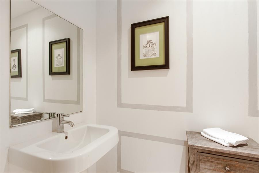 Real Estate Photography - 1040 Biscayne Blvd, 1605, Miami, FL, 33132 - Half Bath