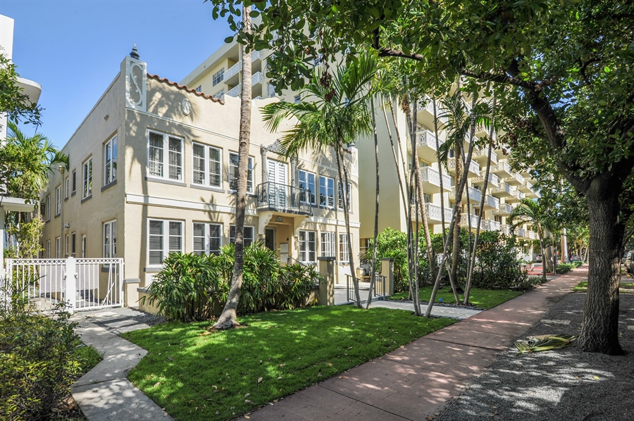 Real Estate Photography - 1018 Meridian Ave, #1, Miami Beach, FL, 33139 - Side View of Building