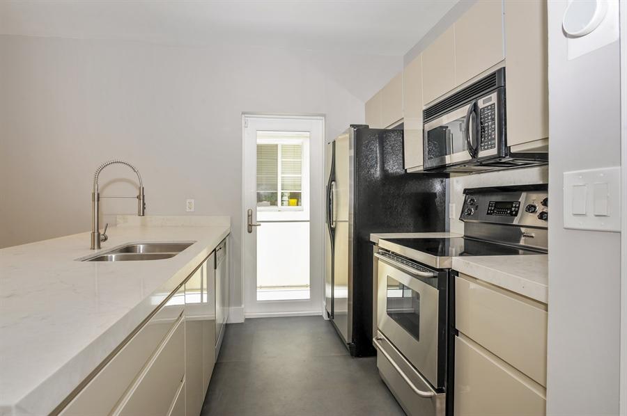 Real Estate Photography - 1018 Meridian Ave, #1, Miami Beach, FL, 33139 - Kitchen