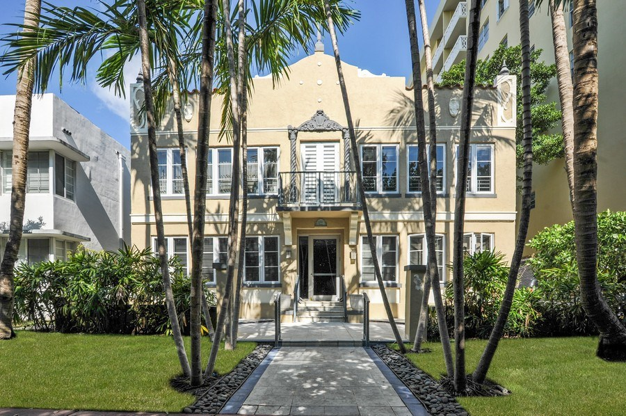 Real Estate Photography - 1018 Meridian Ave, #1, Miami Beach, FL, 33139 - Front Exterior