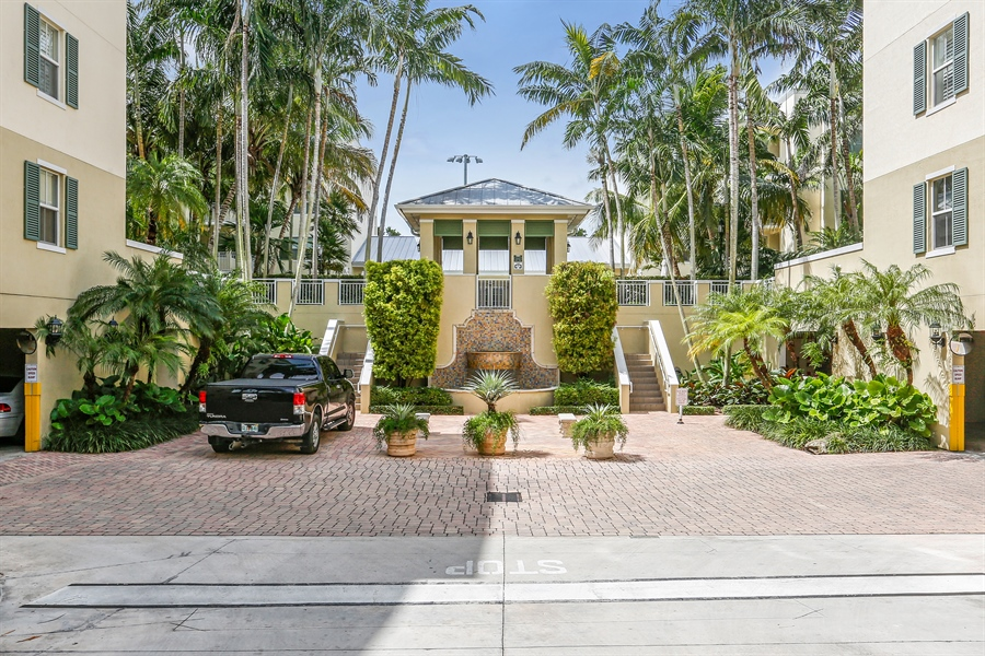 Real Estate Photography - 7604 SW 102nd St, 123, Pinecrest, FL, 33156 - Front View