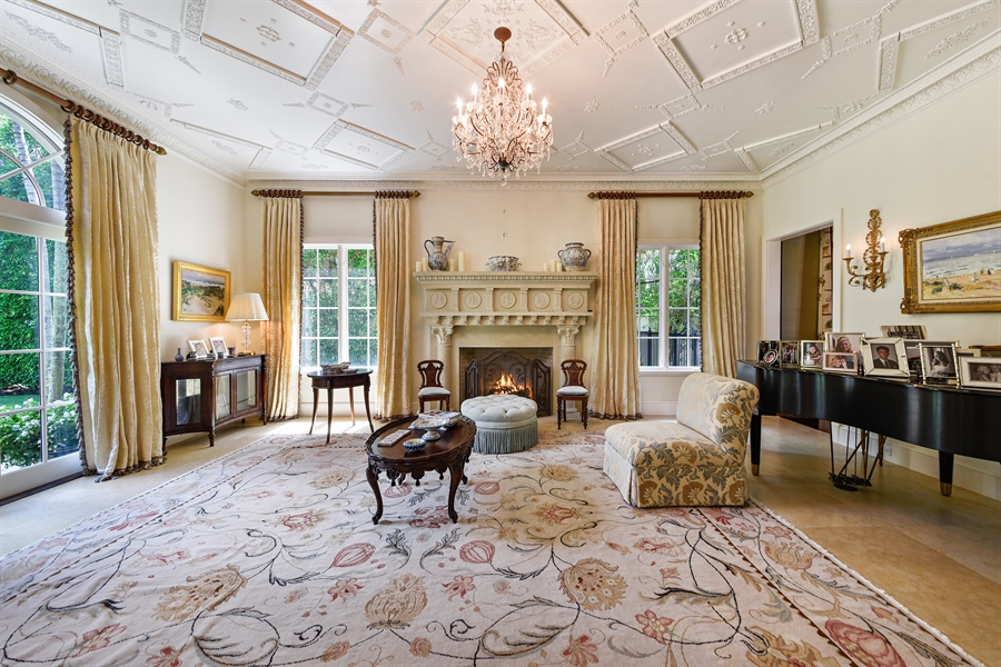 Real Estate Photography - 105 Casa Bendita, Palm Beach, FL, 33480 - Living Room
