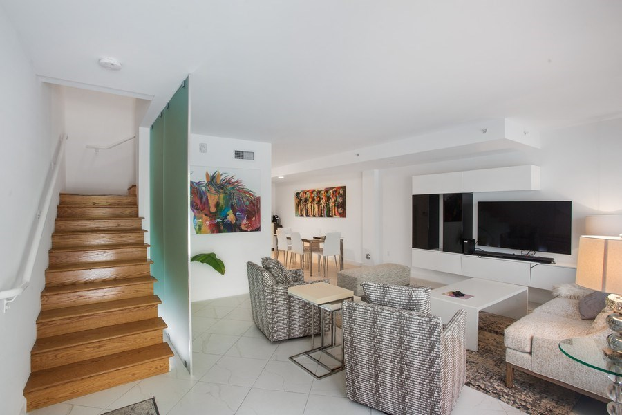 Real Estate Photography - 2135 Washington Ct #TH5, Miami Beach, FL, 33139 - Living Room