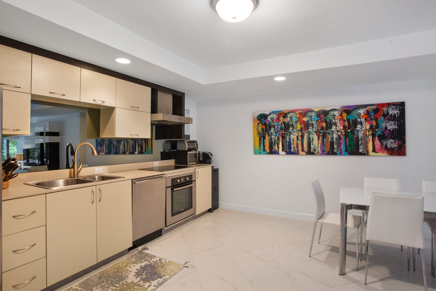 Real Estate Photography - 2135 Washington Ct #TH5, Miami Beach, FL, 33139 - Kitchen