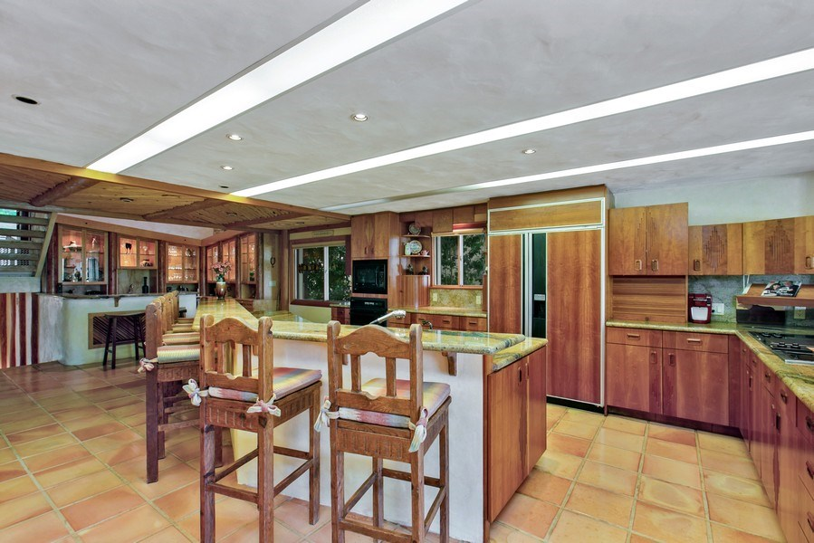Real Estate Photography - 6018 Paradise Point Drive, Palmetto Bay, FL, 33157 - Kitchen