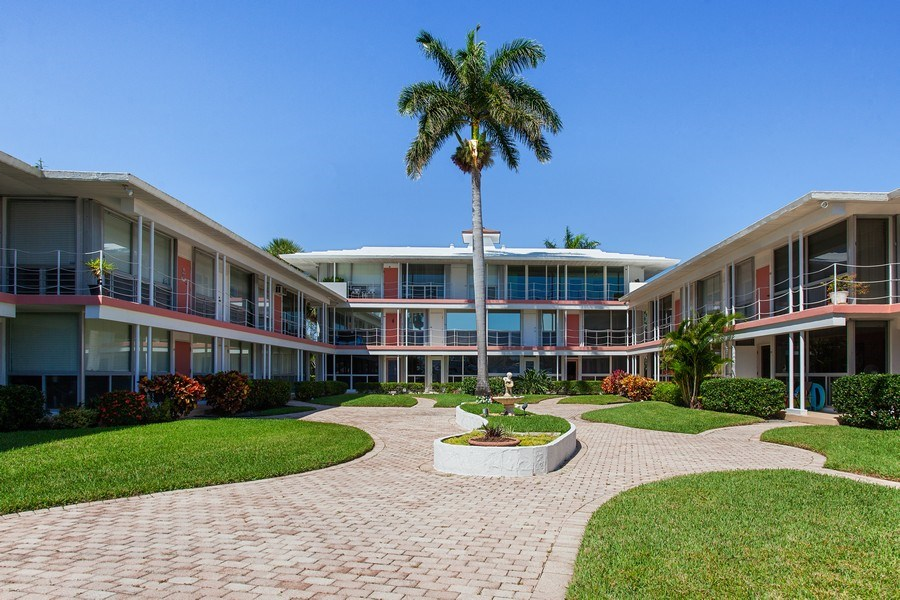 Real Estate Photography - 1124 Seminole Drive, #2A, Fort Lauderdale, FL, 33304 - Location 1