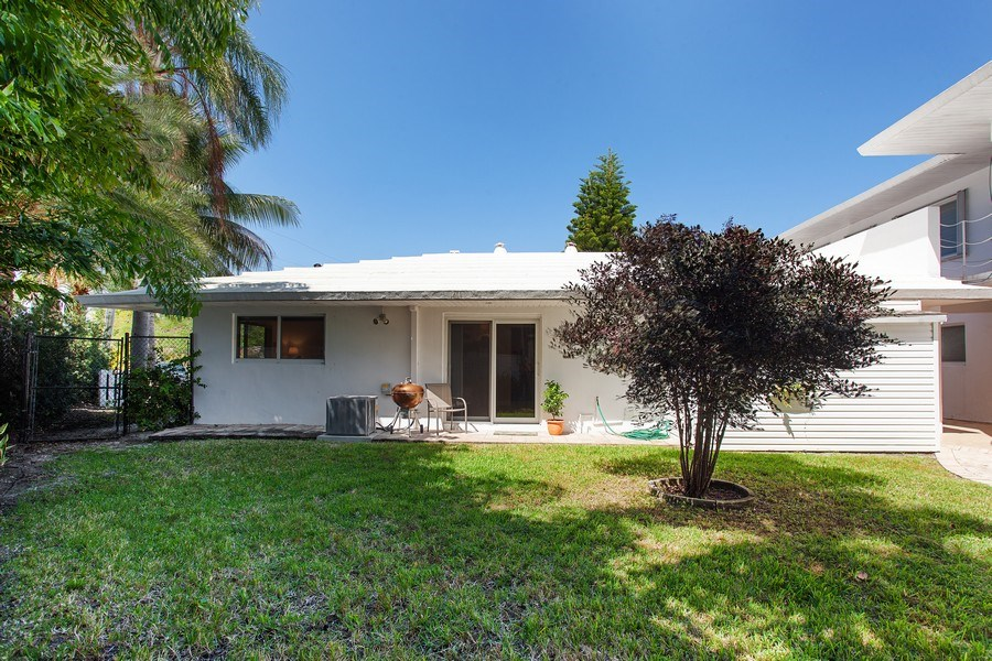 Real Estate Photography - 1124 Seminole Drive, #2A, Fort Lauderdale, FL, 33304 - Back Yard