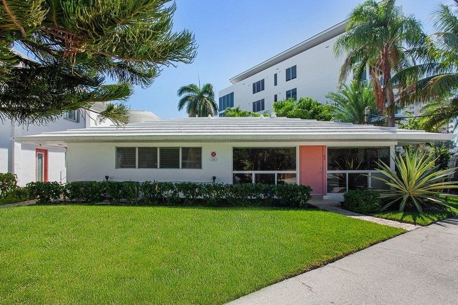 Real Estate Photography - 1124 Seminole Drive, #2A, Fort Lauderdale, FL, 33304 - Front View