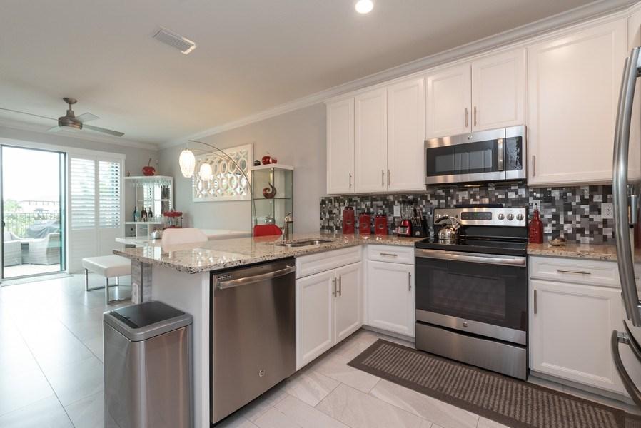 Real Estate Photography - 13045 Anthorne Lane, Boynton Beach, FL, 33436 - Kitchen / Breakfast Room